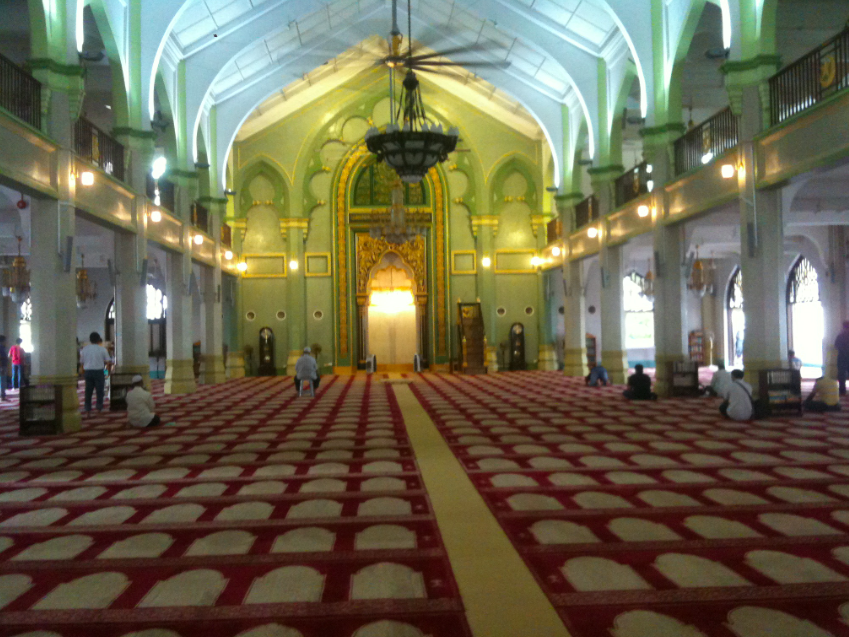 sultan mosque prayer hall