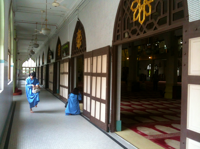 sultan mosque robe