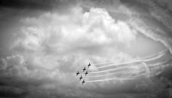 singapore-airshow-aerial-display-nicholastang2